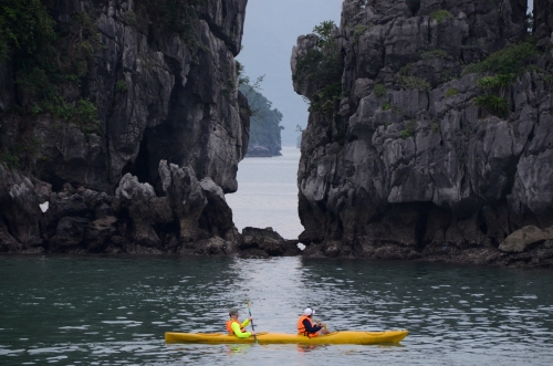 Kayaking Hạ Long Bay